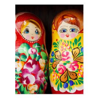 Postal Muñecas coloridas de Matryoshka
