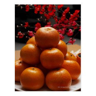 Postal Naranjas apilados en la placa