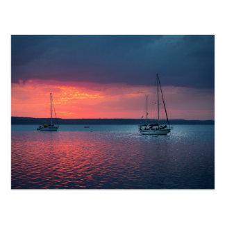 Postal Navegando en la puesta del sol el   Cienfuego,