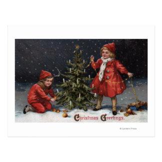Postal Navidad GreetingsKids que adorna un árbol
