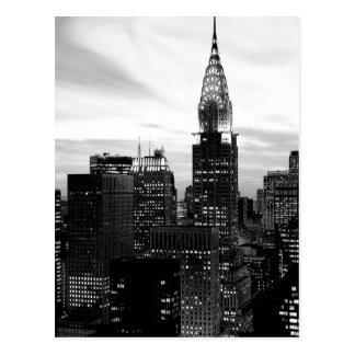 Postal negra y blanca de la vertical de Nueva York