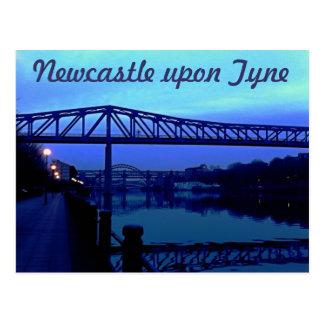 Postal Newcastle sobre el azul de Tyne tiende un puente