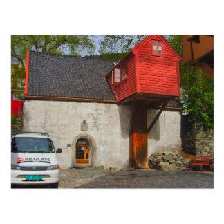 Postal Noruega, casa con una extensión de madera