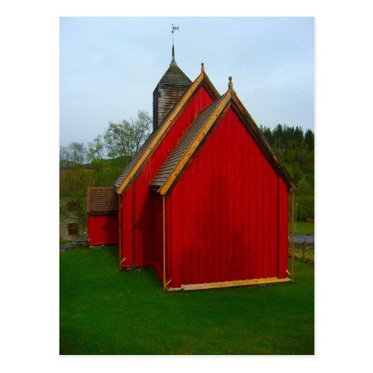 Postal Noruega, rojo pintó la iglesia del pueblo