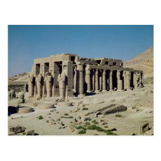 Postal Osiride figura Ramesses II que flanquea las
