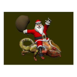 Postal Papá Noel divertido en camaleón enorme de la