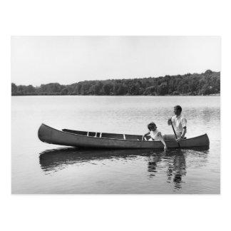 Postal Pares en una canoa