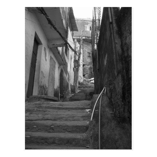 Postal Pasos en el favela más grande de Río de Janeiro