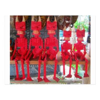 Postal Pequeños diablos mexicanos rojos alegres que están