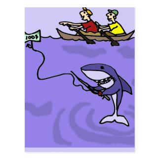 Postal Pesca divertida del tiburón con el dinero