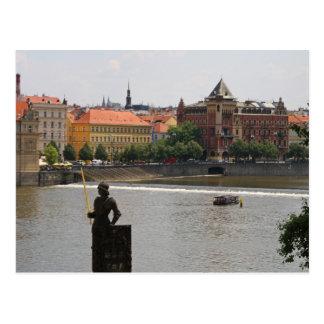 Postal Praga por el río de Moldava