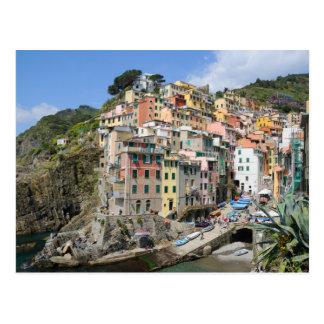 Postal Pueblo de Riomaggiore en Cinque Terre, Italia