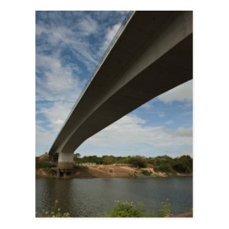 Postal Puente que conecta Guyana con el Brasil sobre