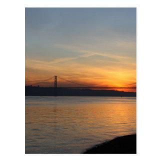 Postal Puente sobre el río el Tajo en la puesta del sol
