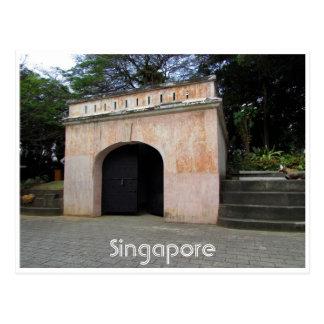 Postal puerta de enlatado del fuerte