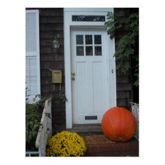 Postal Puerta de Nueva Inglaterra en el otoño