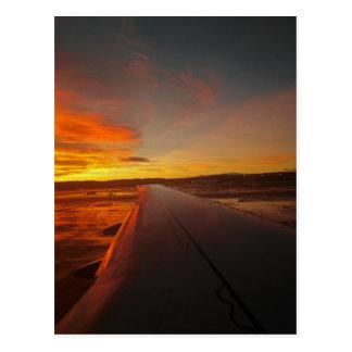 Postal Puesta del sol en el ala del aeroplano