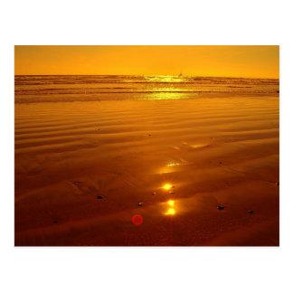 Postal Puesta del sol en la playa en la costa, California