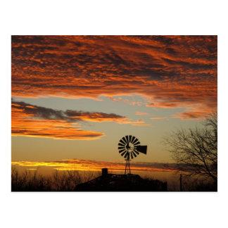 Postal Puesta del sol occidental del molino de viento