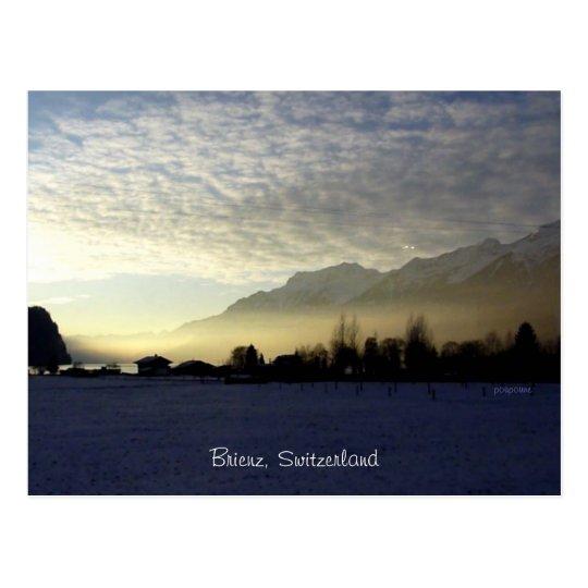 Postal puesta del sol sobre el lago Brienz