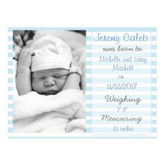 Postal rayada azul de la invitación del nacimiento