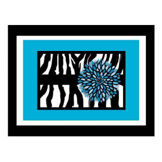 Postal Rayas de la cebra con el crisantemo azul