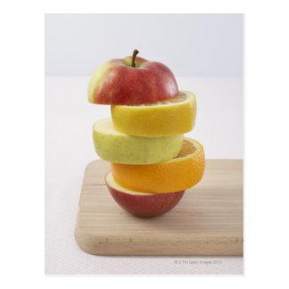 Postal Rebanadas apiladas de la fruta
