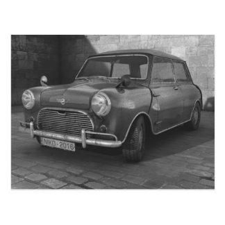 Postal retra del coche clásico de Mini Cooper del