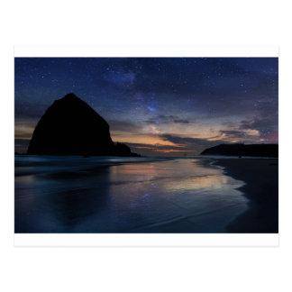 Postal Roca del Haystack debajo del cielo nocturno