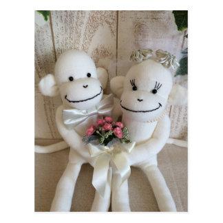 Postal (rosada) del boda del mono del calcetín de