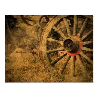 Postal Rueda de carro rústica primitiva del país