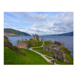 Postal Ruinas del castillo de Urquhart a lo largo de Loch