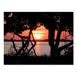 Postal Salida del sol sobre la bahía