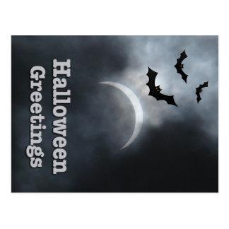 Postal Saludos fantasmagóricos del eclipse de Halloween
