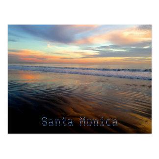 Postal Sueño Trippy de la puesta del sol de Santa Mónica