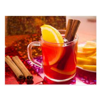 Postal Taza transparente de té con la fruta cítrica y el