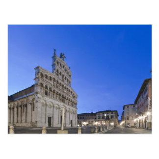 Postal Toscana, Lucca, plaza San Micaela en el amanecer