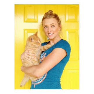 Postal Un chica y su gato