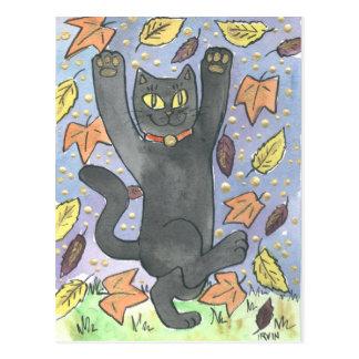 Postal Una danza afortunada de la hoja del otoño de la