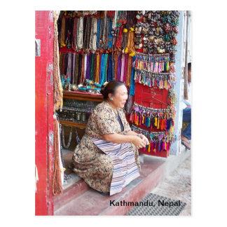 Postal Una mujer y su tienda de la gota