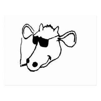 Postal Vaca que fuma con las gafas de sol