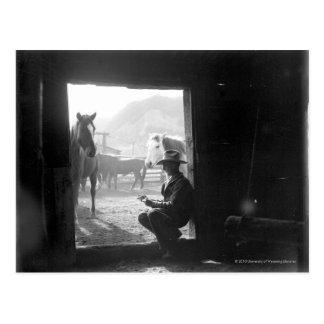 Postal Vaquero en una entrada con los caballos