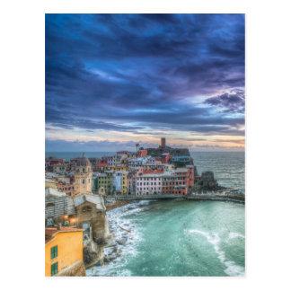Postal Vernazza en la puesta del sol, Italia