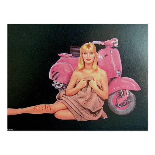 Postal vespa rosada y chica de revista