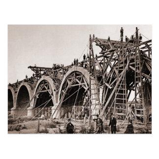 Postal vieja de la construcción de puente del