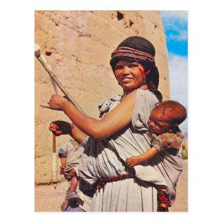 Postal Vintage, Dades, madre y niños en el trabajo