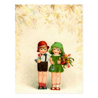 Postal Vintage de dos niños y flores