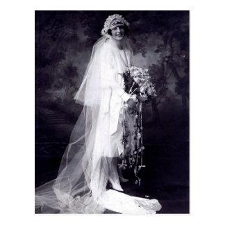Postal Vintage que casa a la novia
