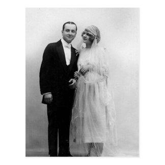 Postal Vintage que casa la novia y al novio