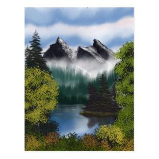 Postal Vista de las montañas brumosas